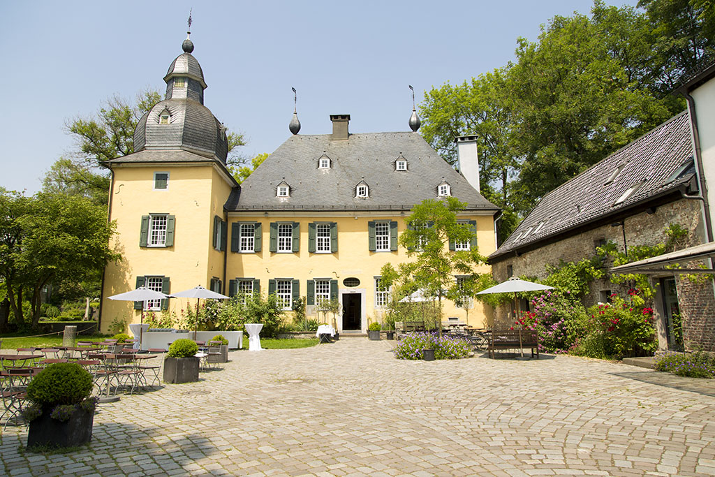 heiraten im schloss l ntenbeck in wuppertal standesamt nrw. Black Bedroom Furniture Sets. Home Design Ideas