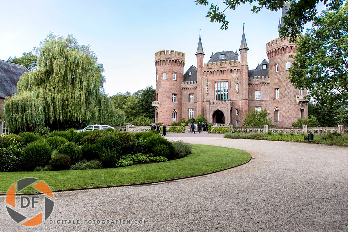 Museum-Schloss-Moyland-in-Bedburg-Hau-01